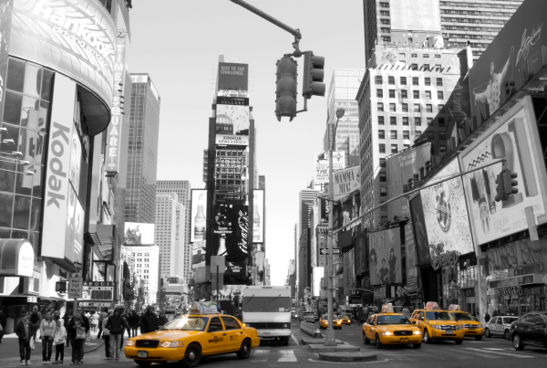 New York - Times Square i sort hvid med gule taxaer
